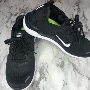 NIKE Womens size 6 running sneakers. Like new